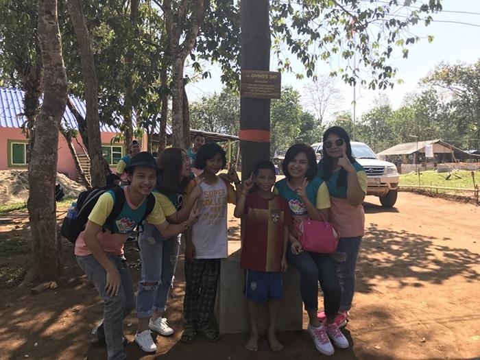 GIVING'S DAY SPECIAL 3 : จัดทำซุ้มทางเข้าโรงเรียนบ้านกองม่องทะ แจกอุปกรณ์การเรียน และขนมแก่เด็กนักเรียน ภาพที่ 18